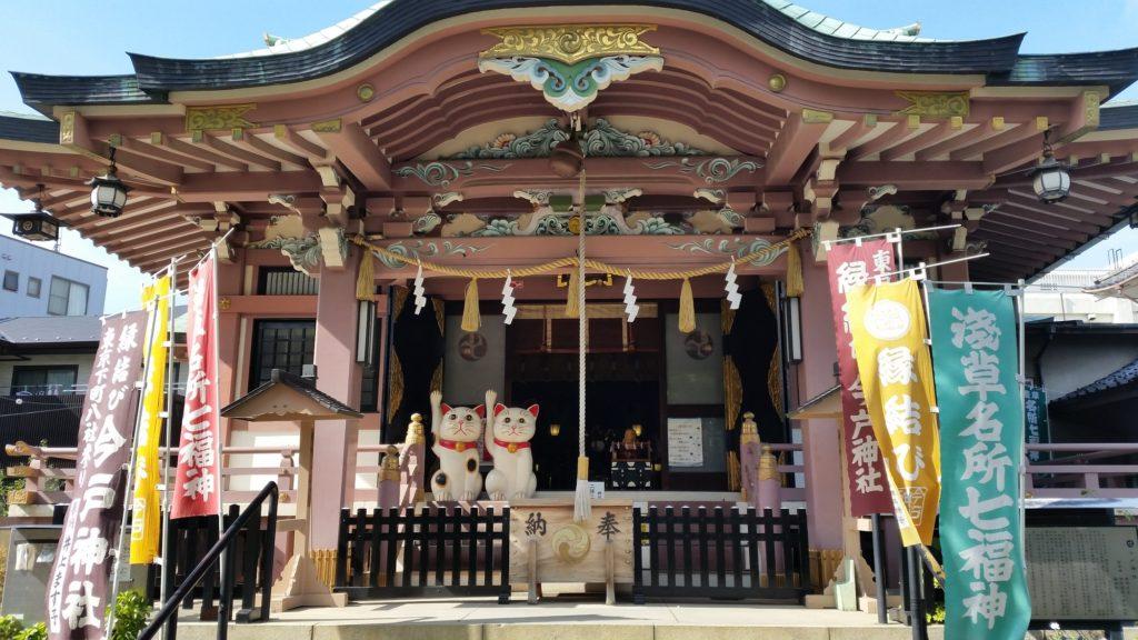 Holy cats at Imado Shrine