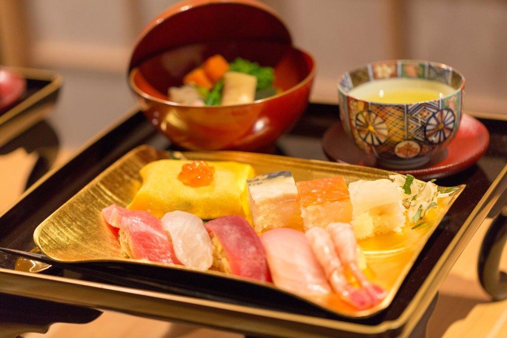 sushi (Mitsui Fudosan)-min
